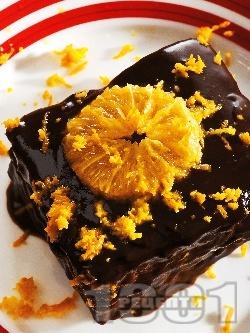 Бисквитена торта с нишестен крем пудинг какао, глазура от разтопен шоколад и портокал - снимка на рецептата
